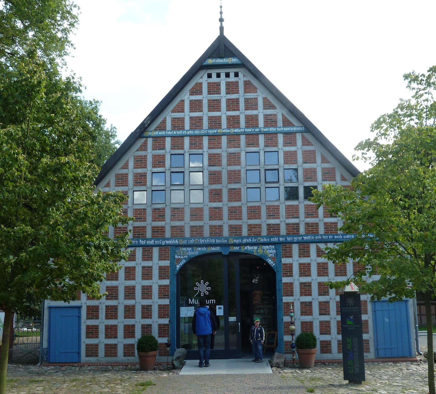 Wendlandhof in Lübeln  mit Fenstern im Giebel